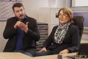 Irmgard Reichstein und ein Dolmetscher beim Interview